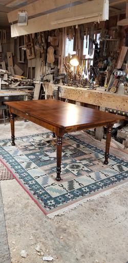 6' Center-leaf table