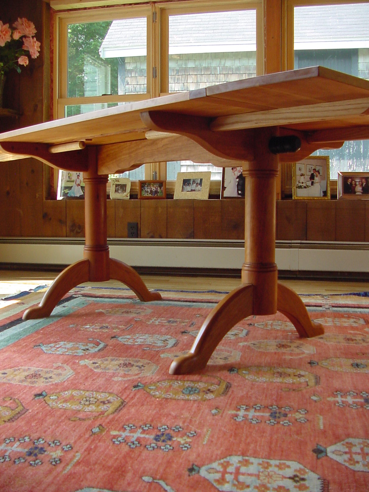 Shaker Pedestal table