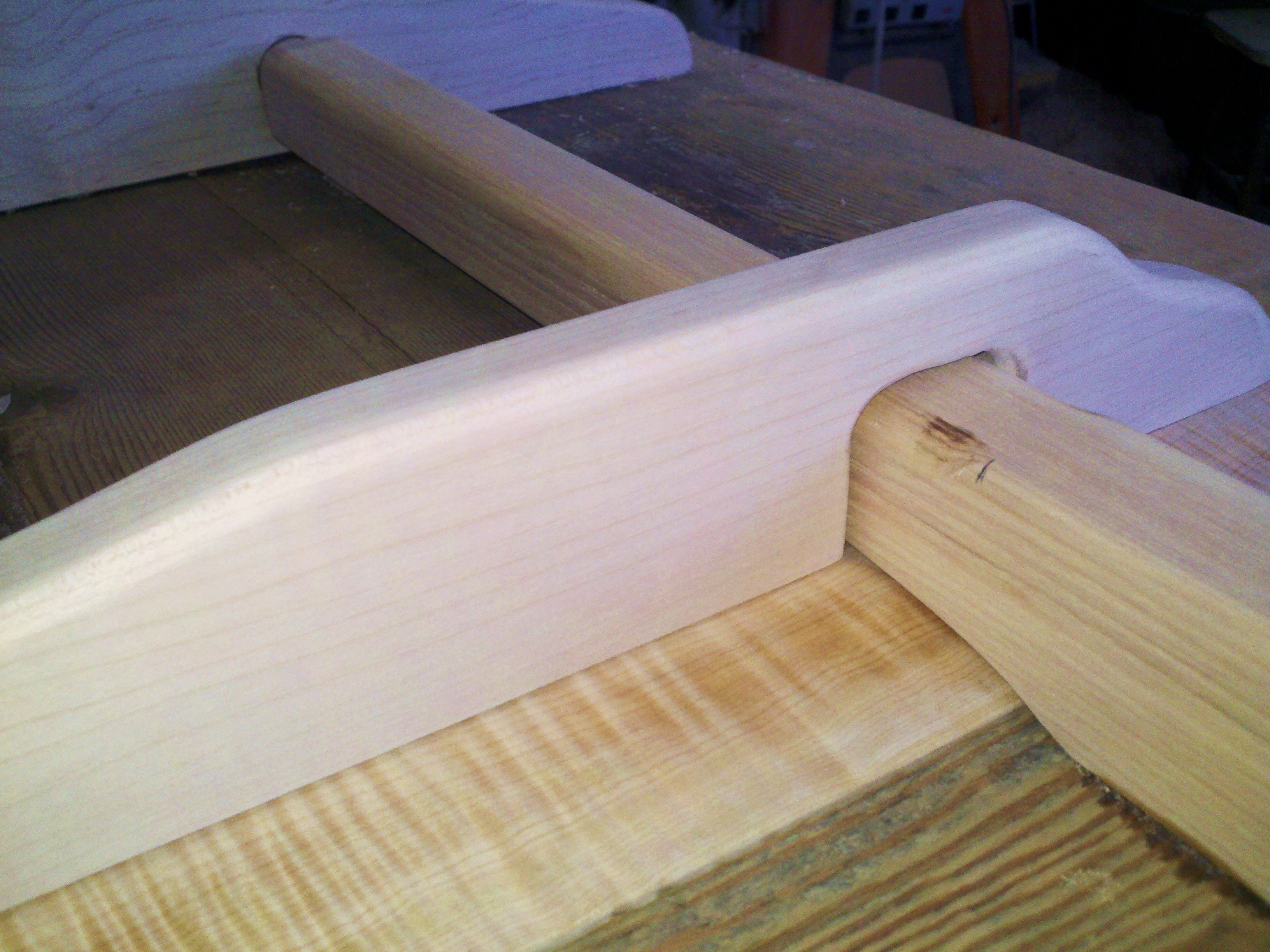 Ash leaf slide for trestle table