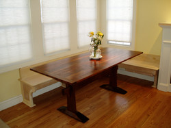 Classic style trestle table