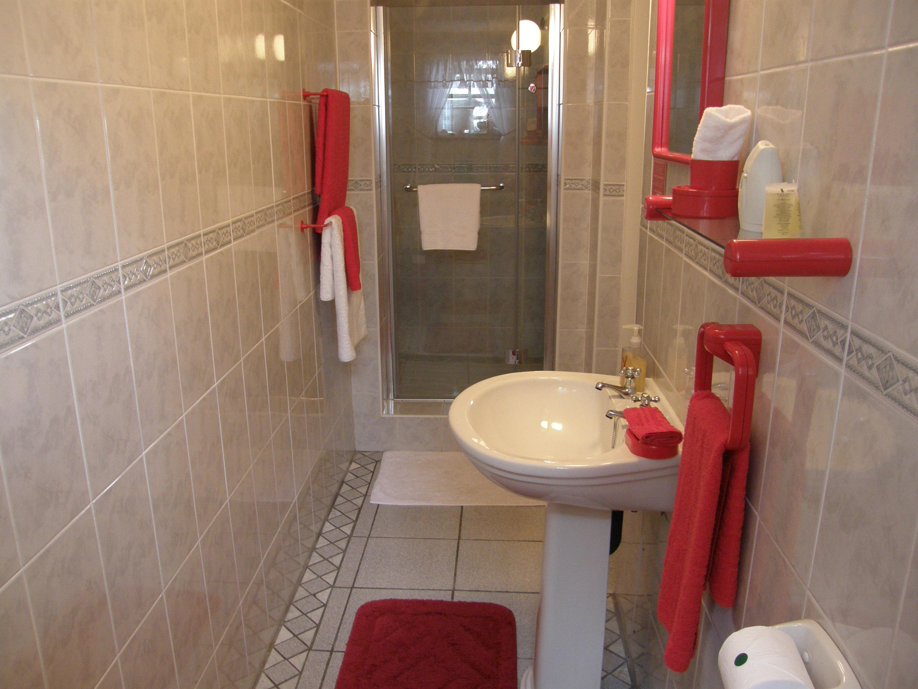 Poppy Bathroom (1)