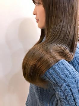 アッシュベージュカラー』の透明感がより髪質を柔らかく美しくみせています