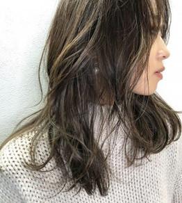 人気のハイライトで春ミディアムヘア MAKOTO