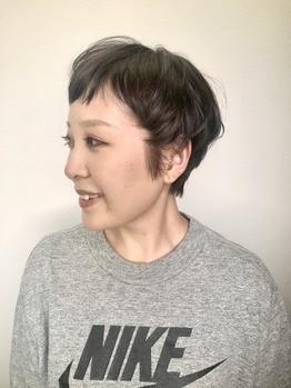 くせ毛を生かしたショートスタイル。