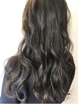 髪質が柔らかくみえるカラーリング。