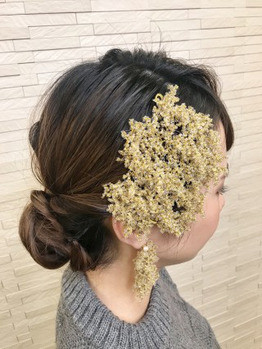 『シニヨン』でご自分のヘアアクセサリーを生かせるヘアセット