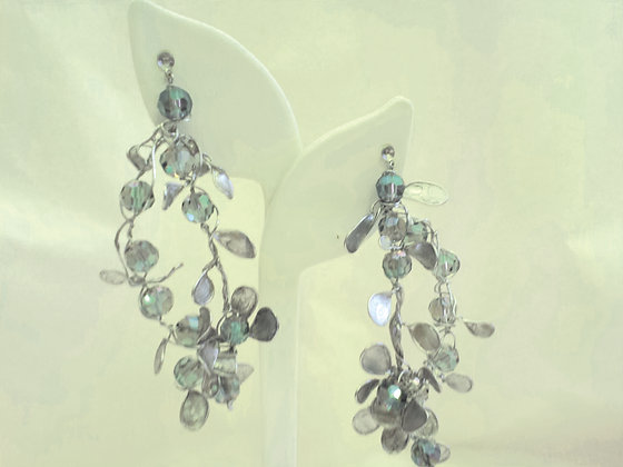 Gray Pearl Dramatic Wire Earrings