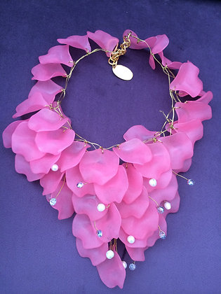 VilaiwanFrench Pink Petals Necklace