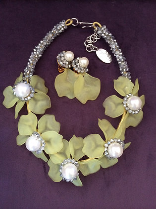 Vilaiwan Lime Petal Necklace & Earrings Set