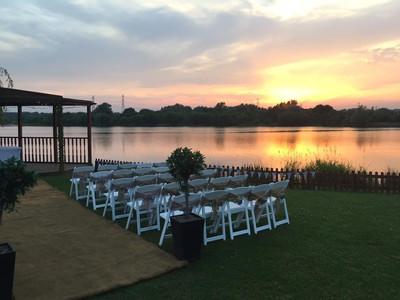 Stunning Lakeside Setting