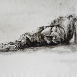 homme allongé