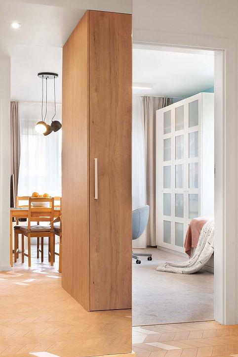 Sceneria, meble IKEA, lustra powiększające wnętrze.jpg