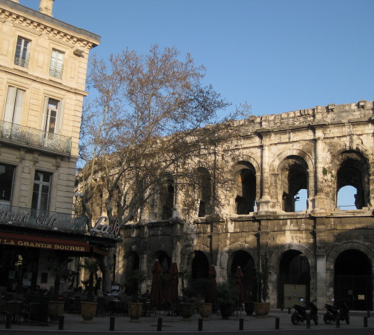 central Nimes, bar and arenes