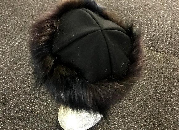 Black wool 4pce hat with faux fur sideband; drawstring edge.