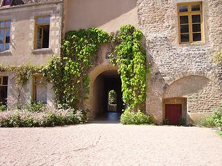 chateau-de-lantilly.jpg
