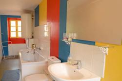 La salle de bain de la chambre