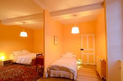 Chambre mandarine lit de 90