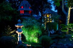 Maisonnettes illuminées le soir
