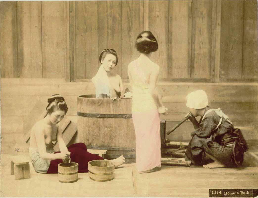 Kusakabe Kimbei  - Home's Bath