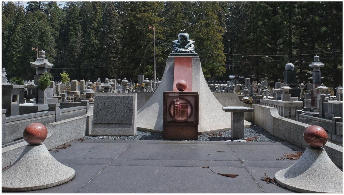 Mt Koya cimetière moderne