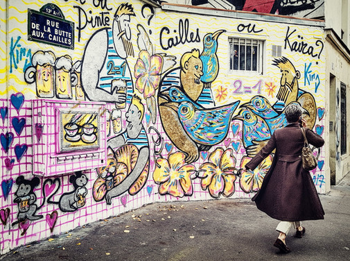 Street art 13e - dame au manteau