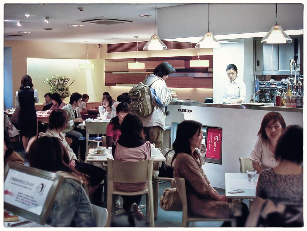 Restaurant-cosmétique pour femmes