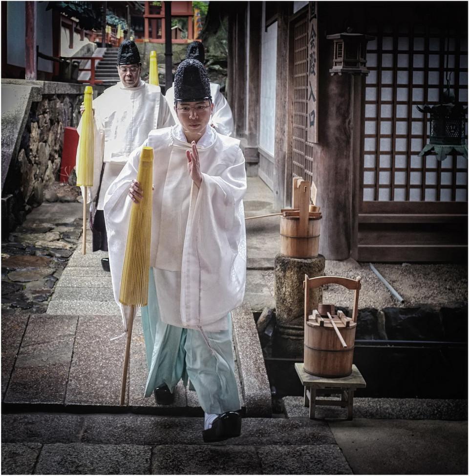 Prêtre shinto je passe