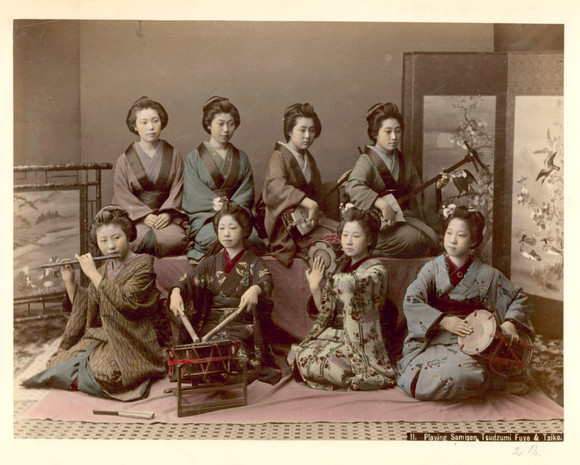 Kusakabe Kimbei - Playing samisen