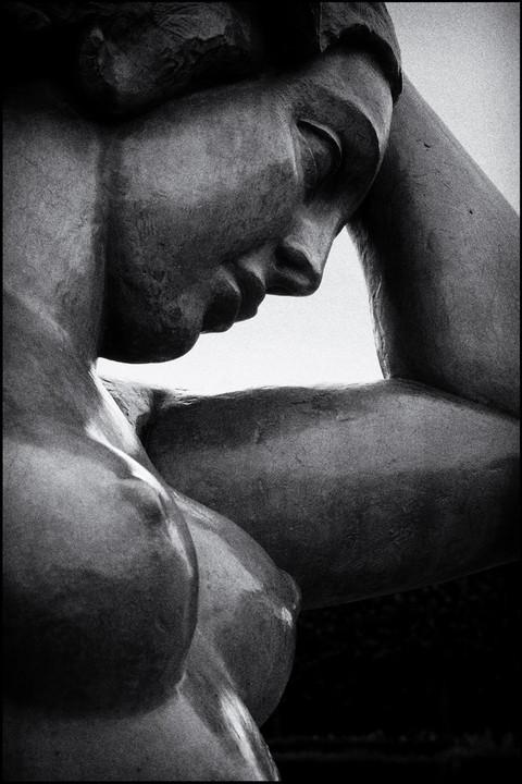 Statue pensive