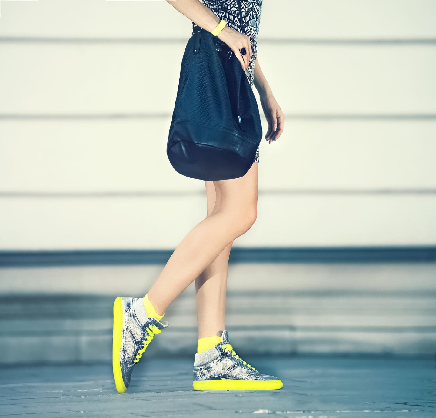 Girl with Yellow Sneakers 2015-12-28-19:37:42