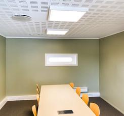 Fargesatt kontorlandskap: møterom