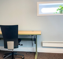 Fargesatt kontorlandskap: kontorplass