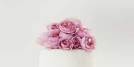 floral baking gifts, floral aprons, floral cake tins, floral pastry forks, floral baking books, baking with flowers, cooking with flowers, home baking gifts, gifts for bakers, baking gifts, baking presents