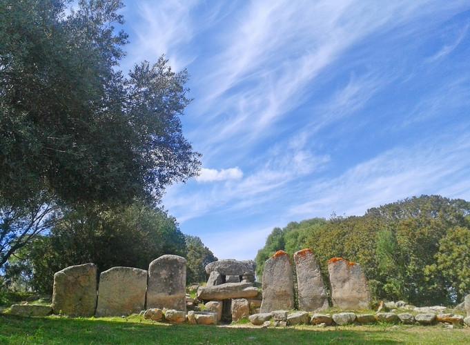 monumento 12 tomba dei giganti Su Mont'e