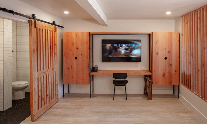 King Suite: Armoire, tv, and work desk
