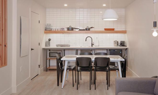 Two Floor Suite: Kitchenette