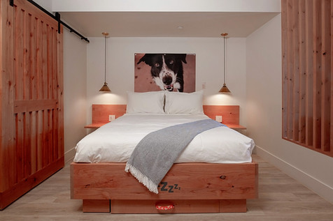 Standard King/Queen Bed Layout