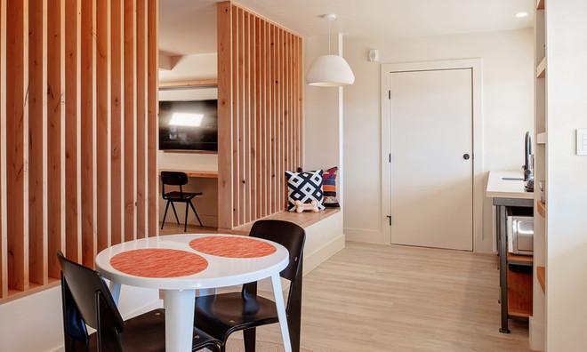 King Suite: Kitchenette with door to optional adjoining double queen room