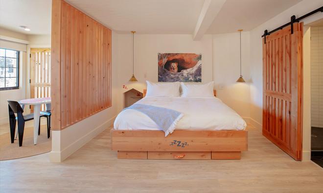 King Suite: Sleeping quarters