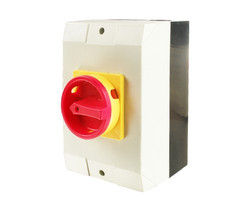 Manual changeover switch for outdoor use