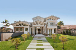 Front Yard / Front Facade
