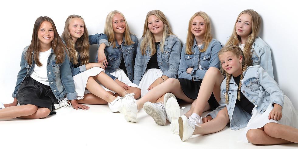 Gudstjeneste og musikal med Seven-jentene kl. 13