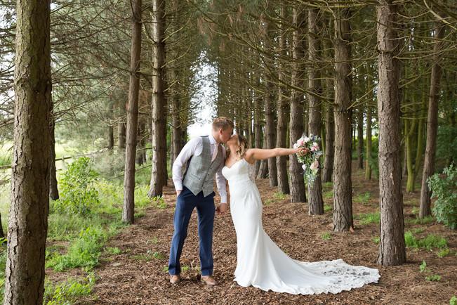 Bunny Hill Barn Wedding Photographer - Y