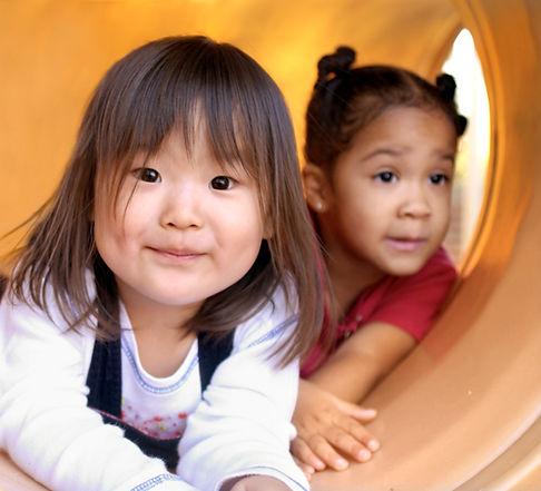 Kinder in Slide