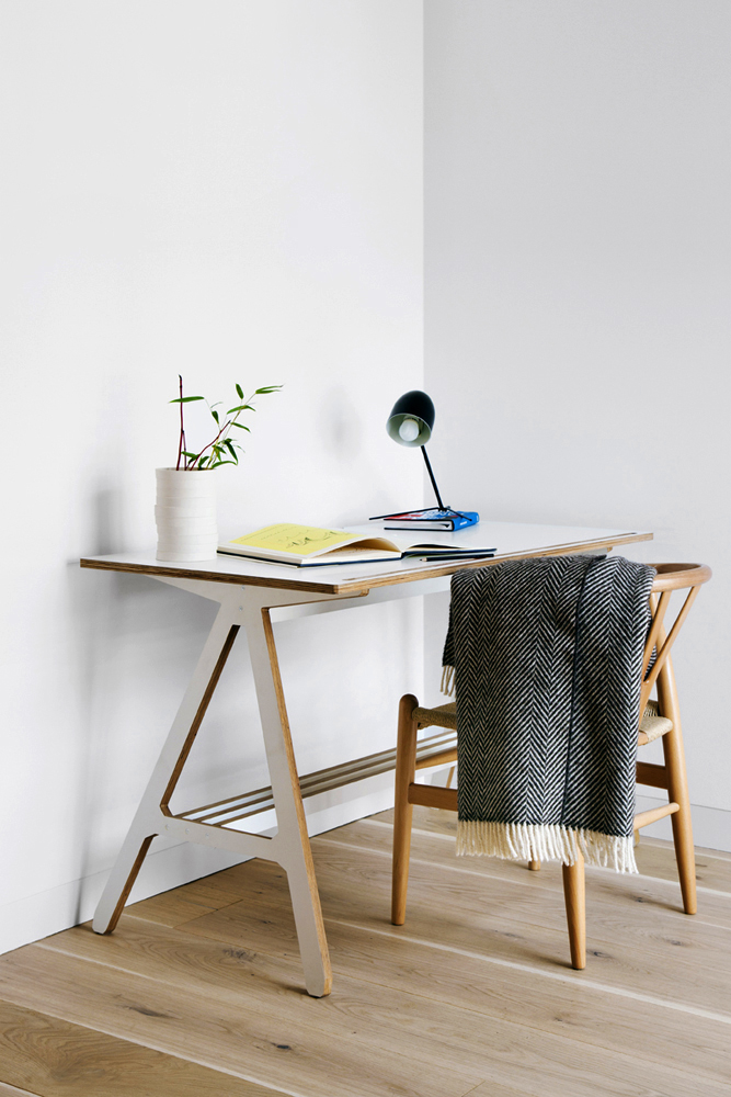 ByALEX_A_Desk_White_Lifestyle_1