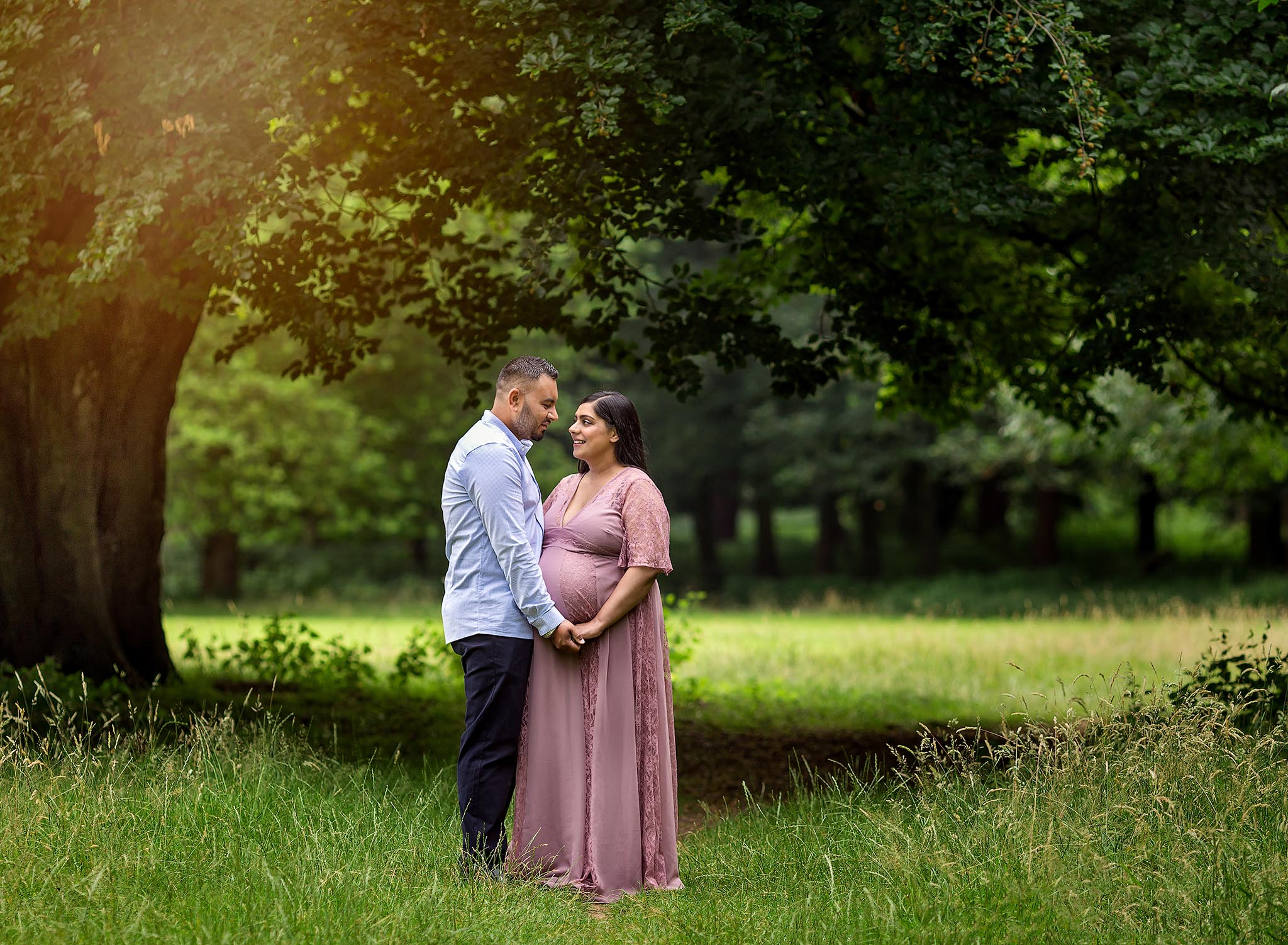 Couple outdoor pregnancy photography