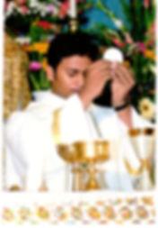 prêtre eucharistie messe célébration