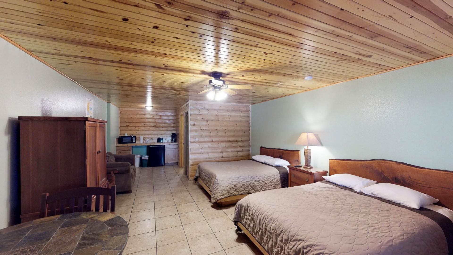 Lodge #104-2.jpg
