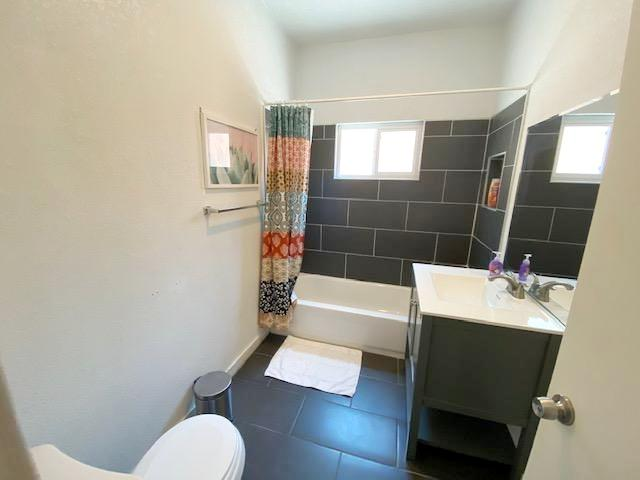 UPPER UNIT  BATHROOM #3 - 1116 ROWAN AVE