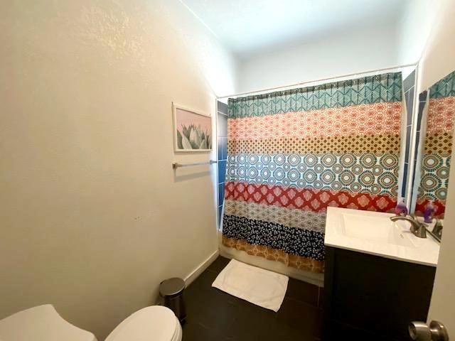 UPPER UNIT  BATHROOM #2 - 1116 ROWAN AVE